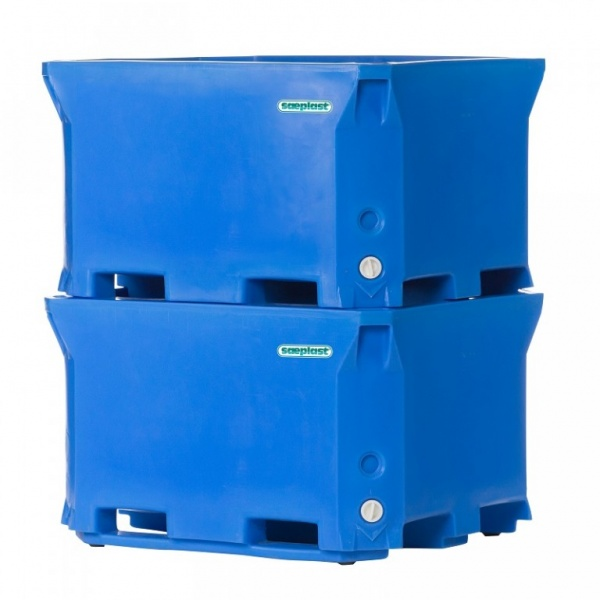 D660 - Bulk Insulated Containers stacked